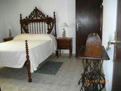 Quarto da Suite casa de banho a porta a seguir  https://www.facebook.com/AlmogPedrinhas