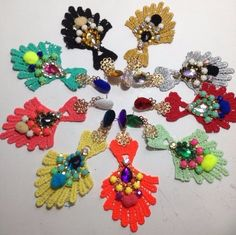 Not sure what these are, but inspiration for earrings or pendants Diy Fabric Jewellery, Lace Jewelry, Diy Jewelry, Jewelery, Fashion Jewelry, Beaded Jewellery, Cultural Patterns, Wire Wrapping Tutorial, Lace Earrings