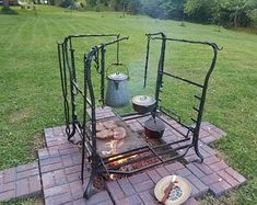 El PEAR-Argentine Grill kit con brasero lateral Se adapta a Cooking Stand, Fire Cooking, Cooking On The Grill, Cooking Tools, Backyard Kitchen, Outdoor Kitchen Design, Kitchen Grill, Outdoor Kitchens, Backyard Bbq