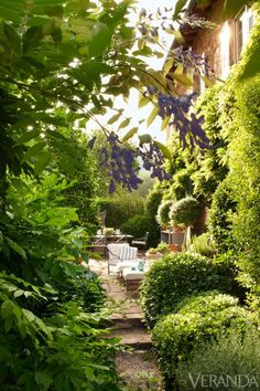 Home design and interior decorating is what VERANDA magazine is all about. Outdoor Rooms, Outdoor Gardens, Outdoor Living, Formal Gardens, Italian Garden, Italian Villa, Italian Style, Tuscan Design, Tuscan Style