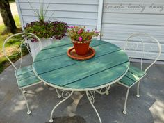 Glass patio table makeover home 50 ideas Round Outdoor Table, Outdoor Dining, Outdoor Spaces, Dining Table, Metal Patio Furniture, Repurposed Furniture, Patio Makeover, Patio Furniture Makeover, Furniture Projects