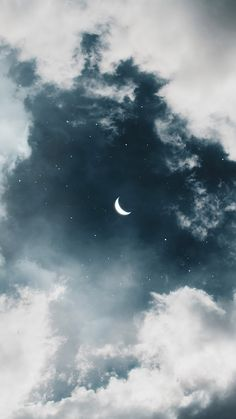 Mond am Nachthimmel - Moon in the night sky - Iphone Wallpaper Moon, Night Sky Wallpaper, Cloud Wallpaper, Iphone Background Wallpaper, Scenery Wallpaper, Aesthetic Pastel Wallpaper, Aesthetic Backgrounds, Galaxy Wallpaper, Aesthetic Wallpapers