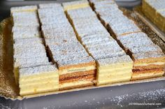 Platou prajituri alba ca zapada si albinita dulcineea My Recipes, Cookie Recipes, Dessert Recipes, Sweet Cooking, Good Food, Yummy Food, White Cakes, Romanian Food, Dessert Bread