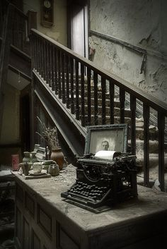Abandoned house, with creepy photo and typewriter. Old Buildings, Abandoned Buildings, Abandoned Places, Abandoned Cars, Abandoned Property, Abandoned Mansions, Old Mansions, Book And Coffee, Mansion Homes