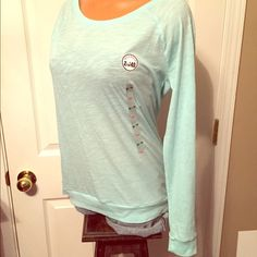 VS PINK NWT BLUE TOP SIZE XS LONG SLEEVES COMFY VS PINKNWTSize xs Plain light blue top, long sleeves60% cotton + 40% polyesterSoft & thin material Has Pink dog logo on front bottom right sidePerfect color for spring!! PINK Victoria's Secret Tops Tees - Long Sleeve