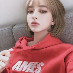 something special ♡ Korean Beauty Girls, Cute Korean Girl, Asian Beauty, China Girl, Cute Young Girl, Cute Girls, Pretty People, Beautiful People, Ulzzang Girl
