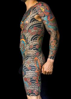 My fav irezumi, just the right shading and perfect colour Full Back Tattoos, Sick Tattoo, Full Body Tattoo, Traditional Japanese Tattoos, Japanese Tattoo Art, Japanese Sleeve Tattoos, Mens Body Tattoos, Head Tattoos, Body Art Tattoos