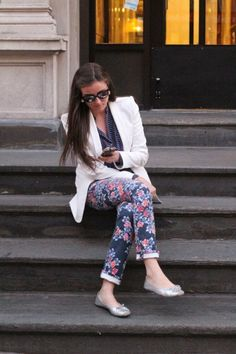 what tops to wear with printed jeans 1