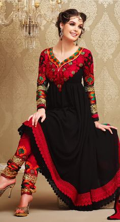 Stunning....loooooooove the black, the intricate work and the chudidaar is to die for!