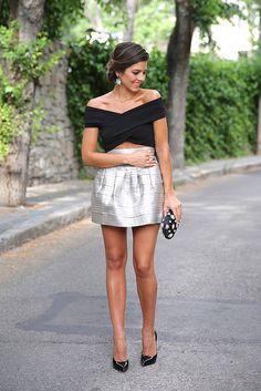 trendy_taste-look-outfit-street_style-blog-blogger-fashion_spain-moda_españa-saint_laurent-charol-crop_top-falda_plateada-silver_skirt-swaro...