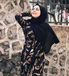 ) suas próprias imagens e vídeos no We Heart It Modest Fashion Hijab, Hijab Chic, Muslim Fashion, Fashion Outfits, Hijabi Girl, Girl Hijab, Hijab Outfit, Beautiful Muslim Women, Beautiful Hijab