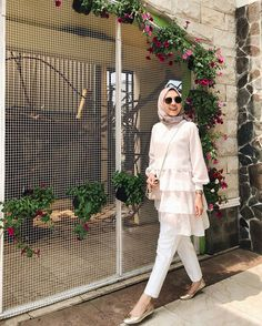 Pakistani Fashion Casual, Modern Hijab Fashion, Iranian Women Fashion, Hijab Fashion Inspiration, Workwear Fashion, Muslim Fashion, Minimal Fashion, Pakistani Dress Design, Fashion Outfits