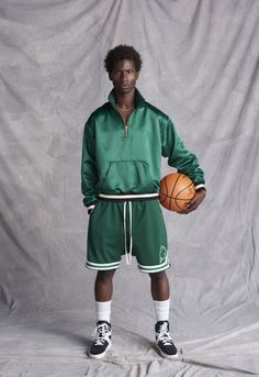 Fear of God Tributes Boston Celtics For Its 1987 Collection Men Street Look, What To Wear Today, How To Wear, Sport Fashion, Mens Fashion, Look Con Short, Jogger Sweatpants, Boston Celtics, Sport Casual