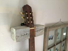 Bois flotté guitare cintre par WorthDesignCo sur Etsy