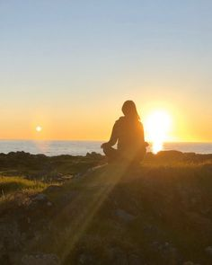 "SIV.HEIDI på Instagram: ""I fill myself with restorative energy☀️🧡 • • • • • • #sunsetphotography #all_sunsets #ig_naturelovers #utinaturen #hverdagslykke…"" Sunset Photography, Monument Valley, Restoration, Celestial, Instagram Posts, Nature, Travel, Outdoor, Outdoors"