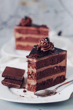 Cake Amandine, countertop cocoa, rum syrup and butter cream No Bake Desserts, Vegan Desserts, Dessert Recipes, Chef Recipes, Sweet Recipes, Romanian Desserts, Delicious Deserts, Oreo Cake, Vegan Kitchen