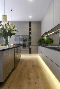 moderne küche kochinsel holz optik beige hochglanz fronten ...