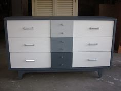 Gray Ombre Sideboard makeover by www.EntriWays.com #painteddresser #paintedfurniture #ombre #ombredresser #gray #white