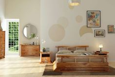 une chambre à coucher zen en blanc et beige et son mobilier en bois