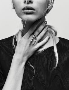 double claw ring by LLY Atelier