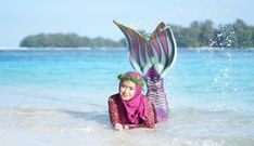 "783.4rb Suka, 8,874 Komentar - RICIS (@riaricis1795) di Instagram: ""PRESIDEN MERMAID PULANG KAMPUNG CANTIK BANGET. 🧜♀️❤️🇲🇨"" Foto Bts, Hijab Fashion, Mermaid, Ootd Hijab, Instagram"