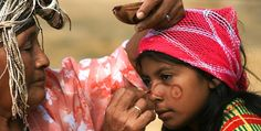 wayuu mochila - Hledat Googlem Couple Photos, American, Hats, People, Image, Weaving, Textiles, Culture, Backpacks