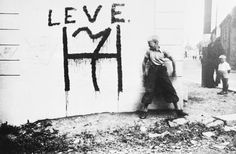 """Throwing shade turned out to be a capital offense under the thin-skinned fascists. Anti-Nazi graffiti on the streets of Oslo, reading """"Live"""" above the monogram for the Norwegian king, who had fled when the Germans invaded in 1940. (Photo: Bettmann/Getty Images)"""
