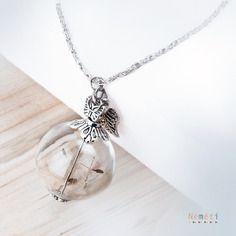Collier boule en verre et graines de pissenlit - léger aérien dandelion - papillon et feuille