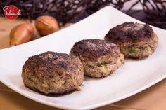Super saftige Frikadellen ohne Brot. Jeder mag Fleischpflanzerl und jeder kann Buletten kochen: so geht's. Ehrliches Essen für jeden Tag!