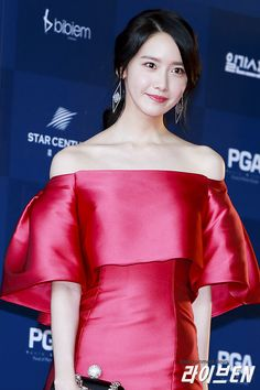 SNSD YoonA won Most Popular Actress Award at the 53rd Baeksang Arts Awards