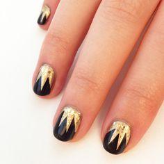 Uñas en negro y dorado, estilo #Gatsby