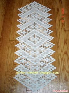 tapetes pet kittens for sale - Kittens Crochet Motifs, Crochet Squares, Thread Crochet, Love Crochet, Irish Crochet, Crochet Lace, Crochet Stitches, Crochet Table Runner, Crochet Tablecloth