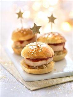 Foie Gras Burger mit Feigen-Walnuss-Confit - Nouvel an - noels Mini Burgers, Snack Recipes, Dessert Recipes, Desserts, Mini Hamburger, Tapas, Food Porn, Food And Drink, Baking