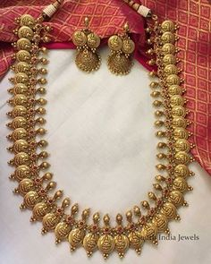 Pearl Necklace Designs, Gold Earrings Designs, Jhumka Designs, Gold Temple Jewellery, Gold Jewellery Design, Bridal Jewelry Sets, Wedding Jewelry, Gold Jhumka Earrings, Gold Necklace