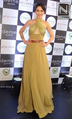 #WaluschaDeSousa sparkled in a golden hued outfit from #Deme by #Gabriella