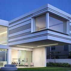 House by the sea Architect: Pitsou Kedem Architect Photographer: Amit Geron Product: Vitrocsa sliding doors Partner: Wintec  #vitrocsa #theminimalistwindow #project #villa #design #architecture #theoriginalproduct #since1992 #slidingdoors #glass #innovation #celebrating25thanniversary #door #window #swissmade #israel #amitgeron #pitsoukedem @amitgeronphotographer @pitsou_kedem_architect