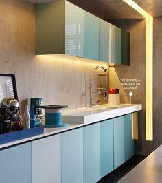 TENDÊNCIAS APLICADAS: armários cool e recorte na alvenaria com iluminação embutida.