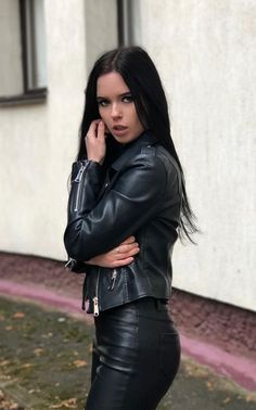 Leder Outfits, Leather Jacket Outfits, Legging Outfits, Biker Jacket Outfit Women, Lederhosen Outfit, Estilo Dark, Tight Leather Pants, Gothic Fashion, Sexy Women