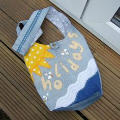 Bag in blue upcycled denim with grey and white flower by Mouflon, Denim Handbags, White Flowers, Grey And White, Blue Denim, Upcycle, Applique, Recycling, Floral, Pattern
