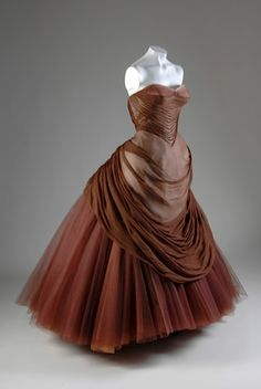 Charles James Swan Gown - 1954 - by Charles James (American, born Great Britain, 1906-1978) - Originally designed in black silk chiffon and tulle, the Swan was featured in Vogue US as early as 1951 - Chicago History Museum - @~ Mlle