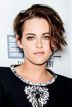 Kristen Stewart rocks a brand new edgy hairdo and this color is pretty! Girl Short Hair, Short Hair Cuts, Short Hair Styles, Short Wavy, Edgy Haircuts, Pixie Hairstyles, Prom Hairstyles, Updo Hairstyle, Kristen Stewart Hair