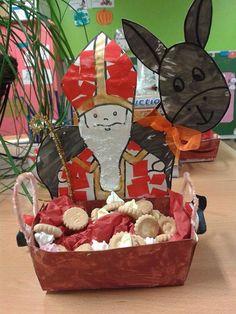 St Nicholas Day, Catholic Crafts, School Themes, Patron Saints, Xmas Crafts, Christmas Photos, Diy For Kids, Activities For Kids, Christmas Activities