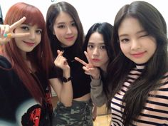 Your source of news on YG's biggest girl group, BLACKPINK! Please do not edit or remove the logo of. Kpop Girl Groups, Korean Girl Groups, Kpop Girls, Kim Jennie, Yg Entertainment, Square Two, Divas, Blackpink Debut, Rapper