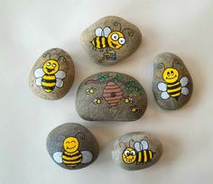 Bee painting, painting for kids, stone painting, pebble painting, rock Bee Painting, Pebble Painting, Pebble Art, Stone Painting, Rock Painting Patterns, Rock Painting Ideas Easy, Rock Painting Designs, Painted Rocks Craft, Hand Painted Rocks