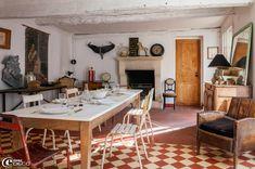 """Au lieu-dit """"La Bruyère"""" dans un petit village près de Compiègne, une ancienne ferme typiquement picarde avec ses briques rouges de Beauvais..."""
