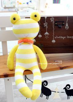 Sock Crafts, Diy And Crafts, Giraffe Socks, Sock Toys, Funky Socks, Sock Animals, Sewing Toys, Soft Dolls, Baby Toys