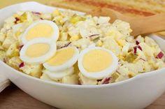 Para se deliciar com esta receita fácil e rápida, prepare uma salada de batatas. A receita para 4 pe... - Receitas sem Fronteiras