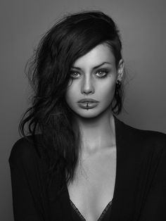 strangelycompelling:  Alice Kelson by Peter Coulson Strangely Compelling|Facebook