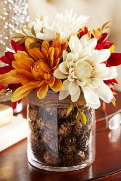 10 Fall Decor Ideas - Simply ClarkeDo you need inspiration for autumn decor ideas for your home? Get some ideas and decorating tips here!Fall Home Decor, Fall Decor, Fall Table Decor, Fall Decor, Rustic Home Fall Home Decor, Autumn Home, Fall Apartment Decor, Diy Décoration, Easy Diy, Sell Diy, Fall Halloween, Halloween Makeup, Mason Jars