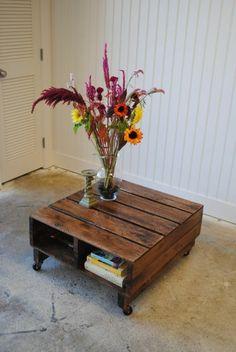 meubles bas en palettes de bois , fleurs colorés